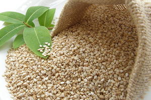 White Hulled Roasted Sesame Seeds